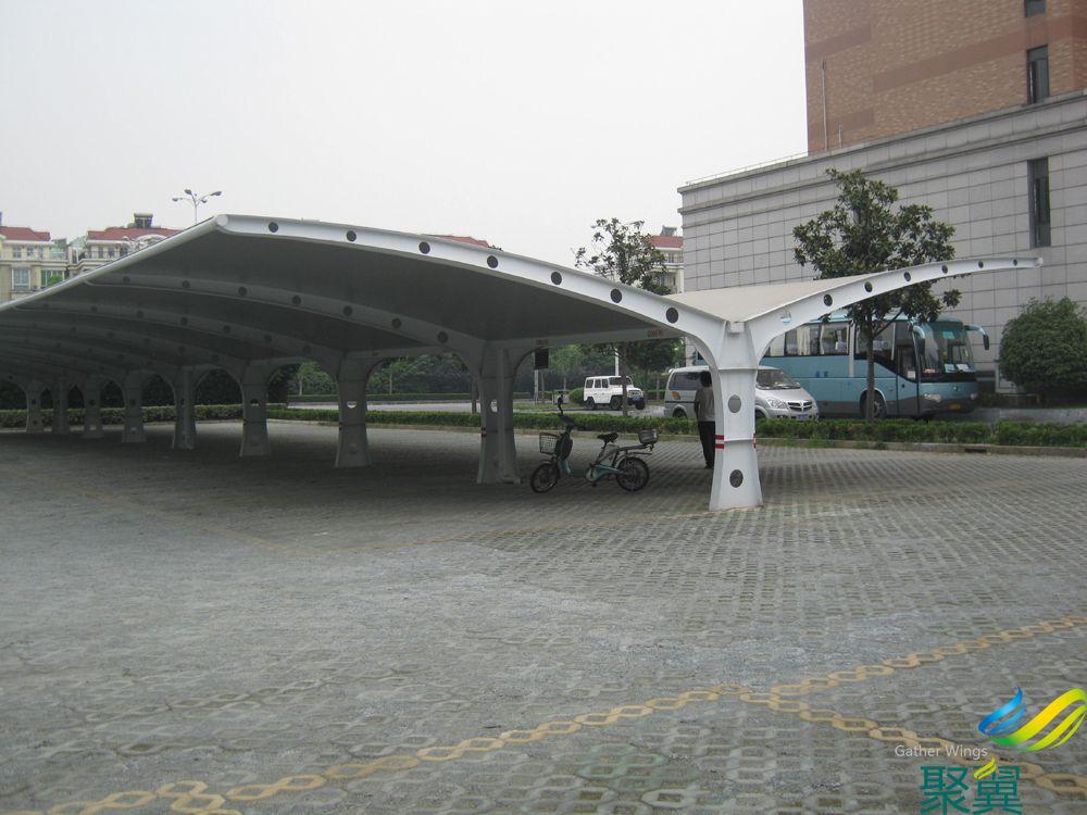 露天广场两排车位膜结构车棚