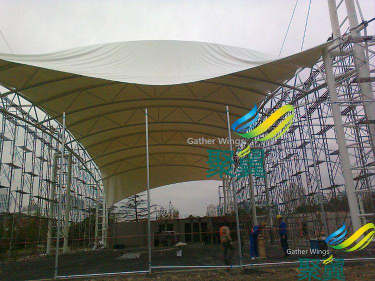 五角场对面网球场膜结构遮阳篷施工案例