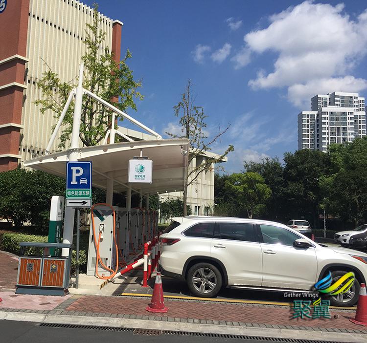 可充电车棚_汽车充电车棚_上海儿童医院充电车棚项目