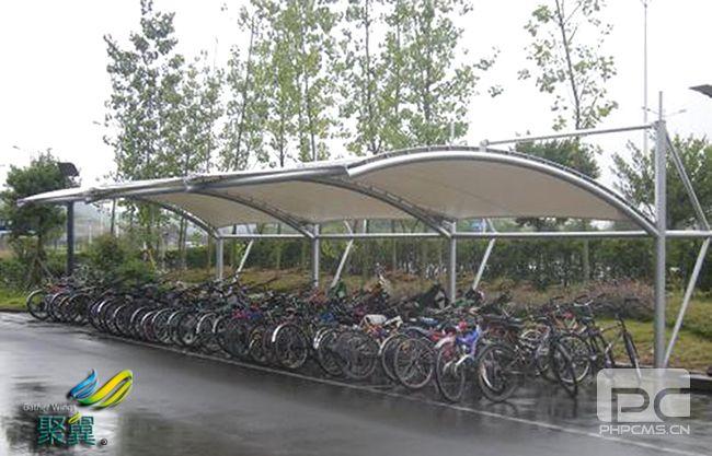 膜结构停车棚组装拼接方法及膜结构停车棚张拉应用