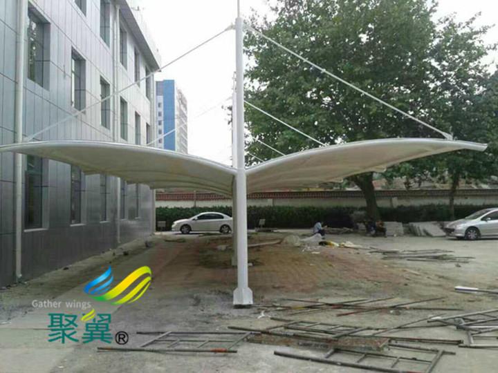 张拉膜结构车棚景观安装|车棚膜材特性