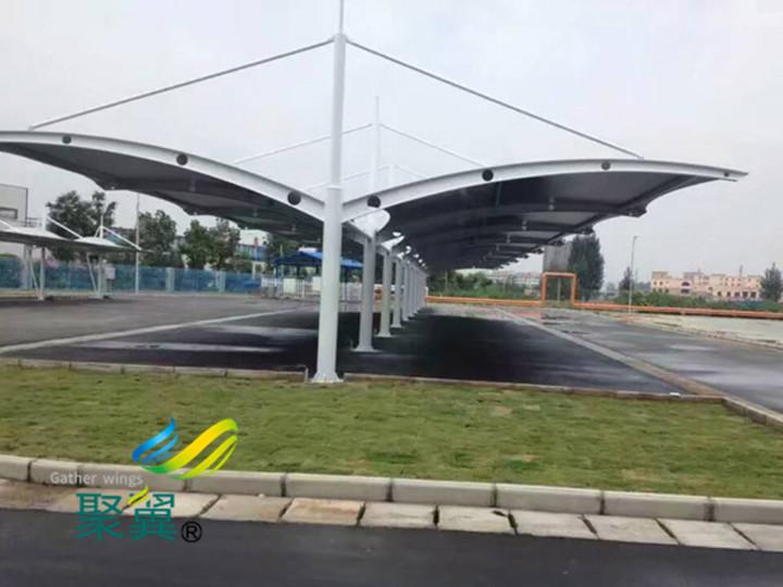 聚翼膜结构车棚公司小编为您介绍景观膜结构伞盖设计与切