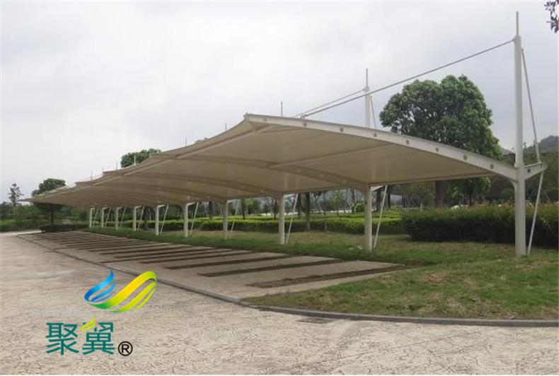 小区膜结构停车棚安装效果图|膜材耗损低